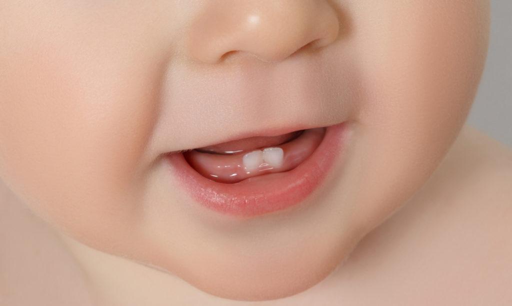 Почему нужно чистить зубы младенца
